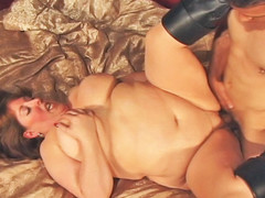 Watch chubby Mindie Mounds fuck her dude.