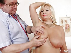 blonde older slut examined in her large pussy