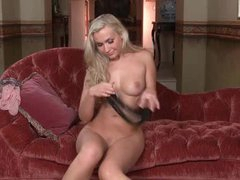 Gorgeous solo girl gets nude and plays
