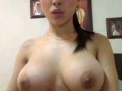 OMFG...Busty chick plays with herself and shows it in a chatroom